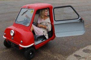 2 300x200 La Peel P50 , plus petite voiture du monde...